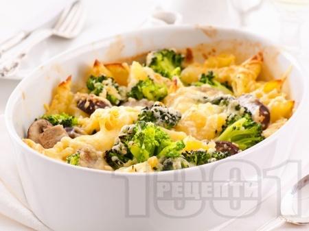 Запечени бланширани картофи огретен със сирене, броколи, гъби и кашкавал на фурна - снимка на рецептата